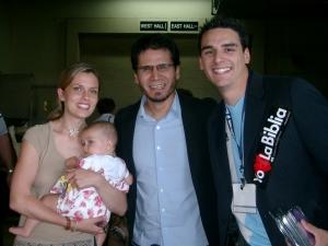 David Lugo, esposa y una de sus dos hijos con Jesús Adrian Romero
