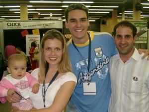 David Lugo, esposa y una de sus dos hijos con Lucas Leys